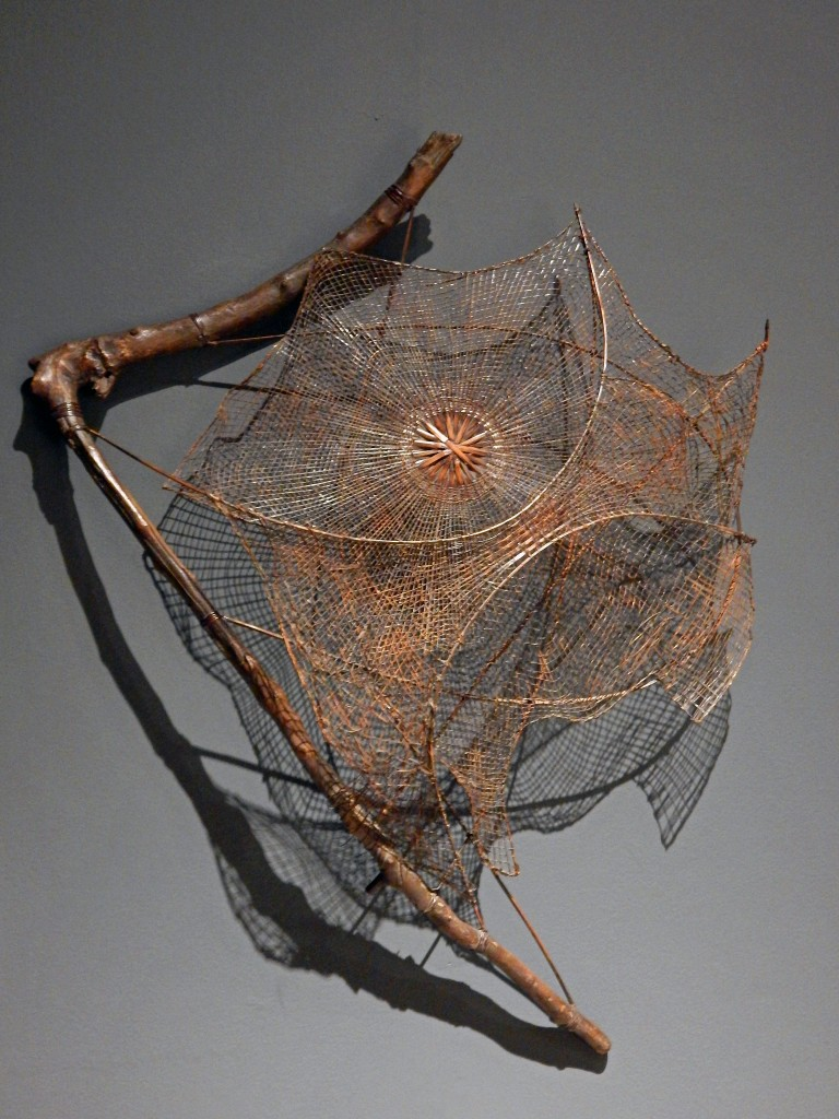 Round Web, Fan
